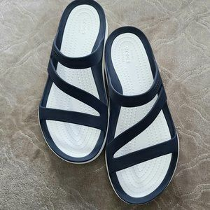 NEW Navy and White Croc Sandals, Sz 6